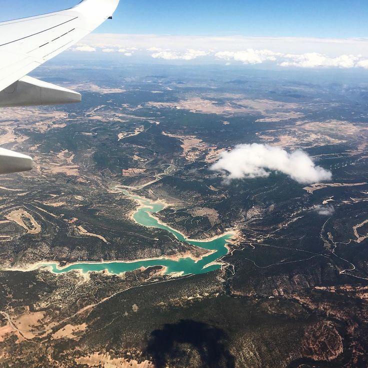 """1,342 kedvelés, 7 hozzászólás – Emma Istvanffy (@emmaistvanffy) Instagram-hozzászólása: """"aaaand the journey starts🎉 #madrid #travel #flying"""""""