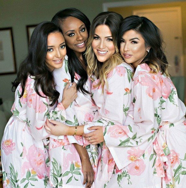 Floral robes for your bridesmaids | Robes by: Plum Pretty Sugar, Photo by: Jessica Claire Photography