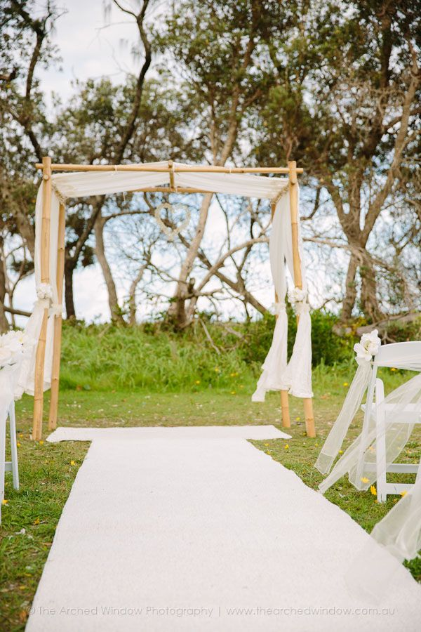 wedding ceremony arch and aisle runner for a beach style wedding. Photography by The Arched Window.