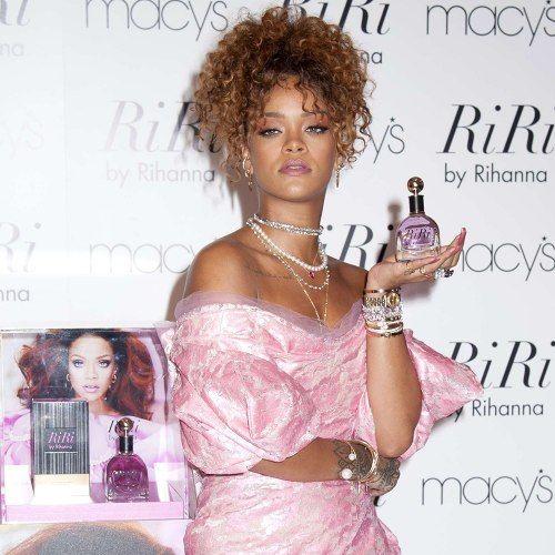 Protestos marcam lançamento do novo perfume de Rihanna