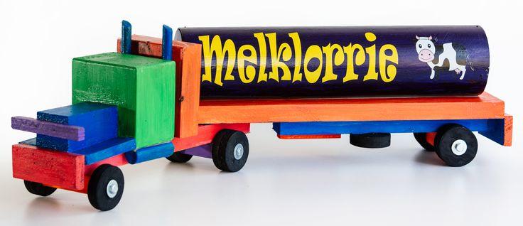 Bestel hierdie MELKLORRIE vir R280.00 van kobus@littleengineer.co.za.  Grootte:  600 x 110 x 120mm.