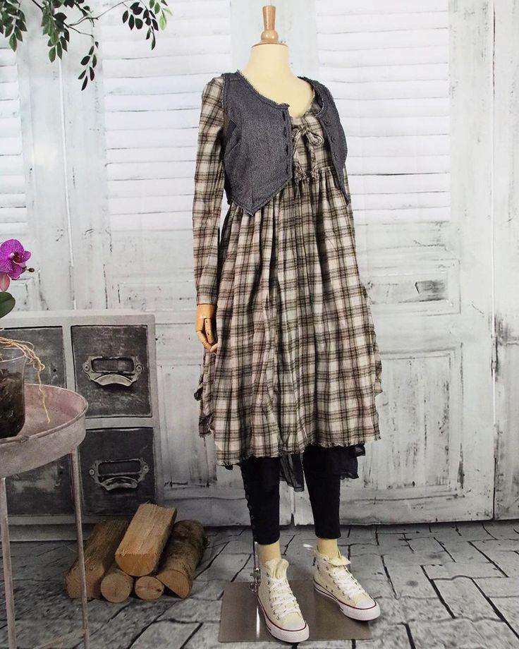 Diese süße Weste ist eine schöne Ergänzung zu Kleidern, Blusen oder unter dem farblich passenden Ewa i Walla-Mantel aus Herringebone Wolle. Sie lässt einen wirklich tollen Lagenlook entstehen! Mehr Details findet ihr bei uns im Shop www.detailvernarrt.de 🌾 ___ #ewaiwallashop #shabbychick #shabby #vintage #ewaiwalla #detailvernarrt #swedish #swedishstyle #musthaves #conceptstore #ootd #scandinaviandesign #bestcombi #potd #scandi #scandistyle #ewaiwallaartdesign #vsco #aw17 #bohemian…