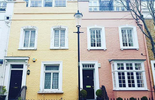 One more, too pretty and too London to resist! #london #lostinlondon #tourist #wandering #colourpop #stayinlondon #londoner #visitlondon #secretlondon #prettyhomes