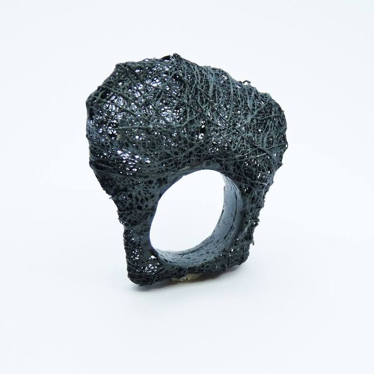 "Jordi Aparicio Ring ""ÀNIMA 18"" Oxidated silver witch elecrolaqued ceramic."