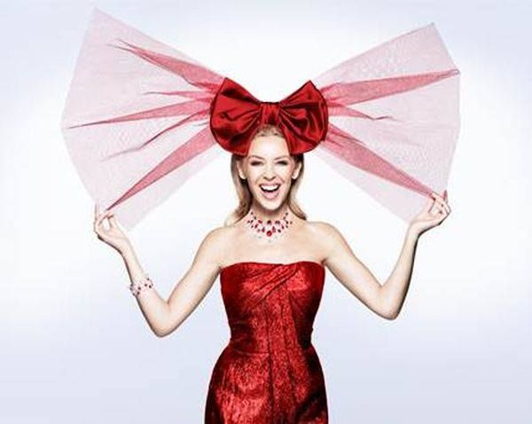 Kylie Minogue Talks First Christmas Album & Her Mistletoe Man ...