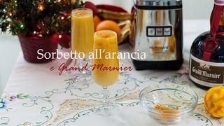 Il sorbetto all'arancia e Gran Marnier è un delizioso e rinfrescante intermezzo perfetto per una cena di festa. Il suo sapore richiama i tipici odori delle nostre tavole di Natale…il profumo dell'aran