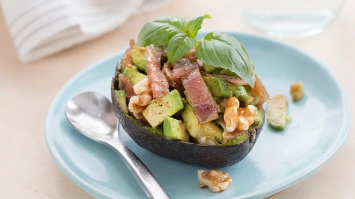 Fylt avokado med spekeskinke og valnøtter / Filled avocado with ham and walnuts
