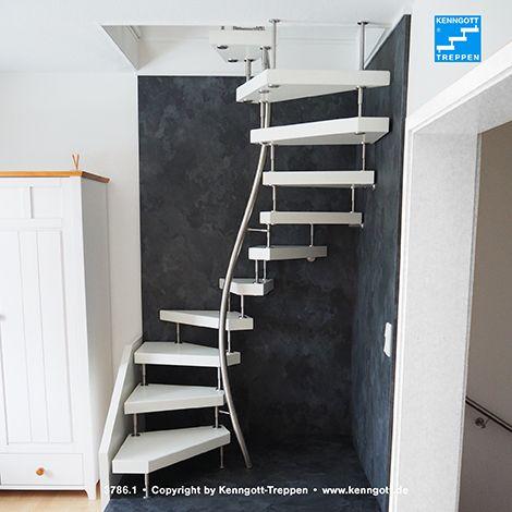 KENNGOTT-1qm-TREPPE Stufen Esche weiß Longife Geschwungener Mittelhandlauf in Edelstahl, Stufenmaterial Esche weiß Longlife.