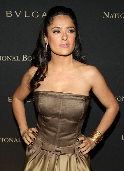 Salma Hayek Photos - Actress Salma Hayek attends the 2008 National Board of Review awards gala at Cipriani on January 14, 2009 in New York City.  (Photo by Stephen Lovekin/Getty Images) * Local Caption * Salma Hayek - 2008 National Board Of Review Awards Gala