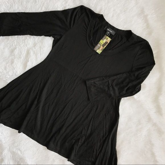 Karen Kane shark bite top with 3/4 length sleeves.