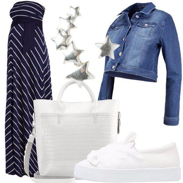 Outfit composto da vestito lungo di maglina, blu a righe bianche, giubbotto di jeans corto, scarpe bianche senza lacci in ecopelle e tessuto, borsa a mano con chiusura magnetica e orecchini in metallo argentato.