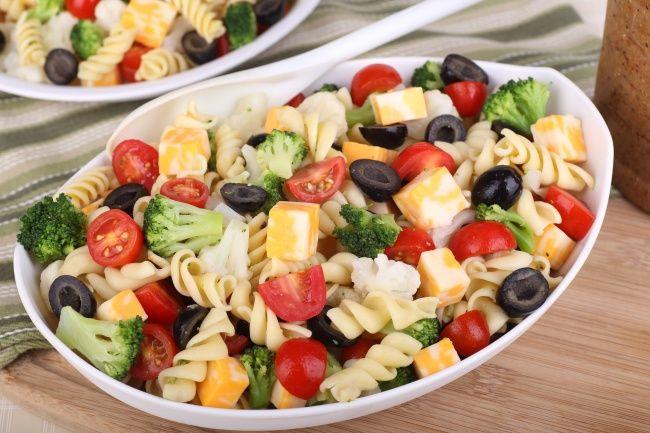 Вкусный овощной салат с пастой
