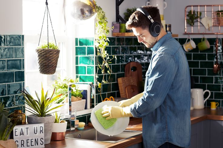 Noise cancelling headphones let you enjoy your music without the background din - check out these Sennheiser PXC 550 BT NC wireless bluetooth noise cancelling headphones