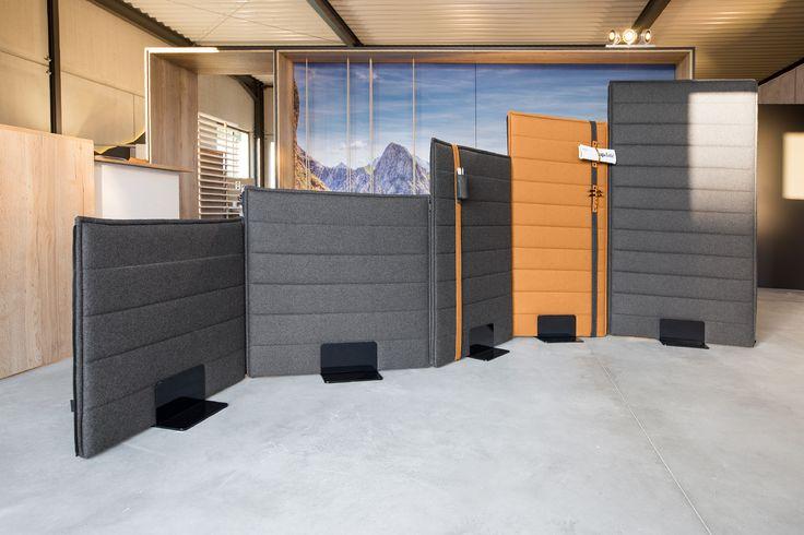 Grau und Orange in der Bürogestaltung: Orange  Belebt – warmes Orange ist förderlich für Geschäftsbeziehungen und gut für zwischenmenschliche Beziehungen. Orange bedeutet Spaß, Freude, Geselligkeit und Wärme. In Kombination mit Grau, wirkt die akustisch wirksame Wand sehr modern.