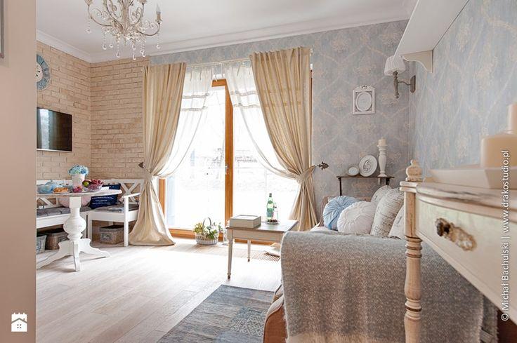 Mały salon z jadalnią z tarasem / balkonem, styl prowansalski - zdjęcie od DreamHouse