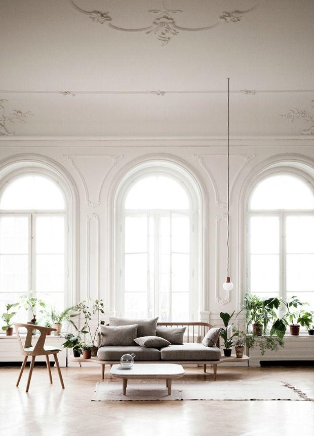 Hoog plafond in de woonkamer