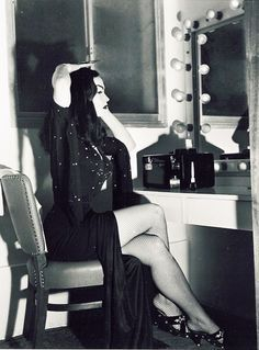 Maila Nurmi, Vampira, getting all vamped. From Retro Vintage Glamour
