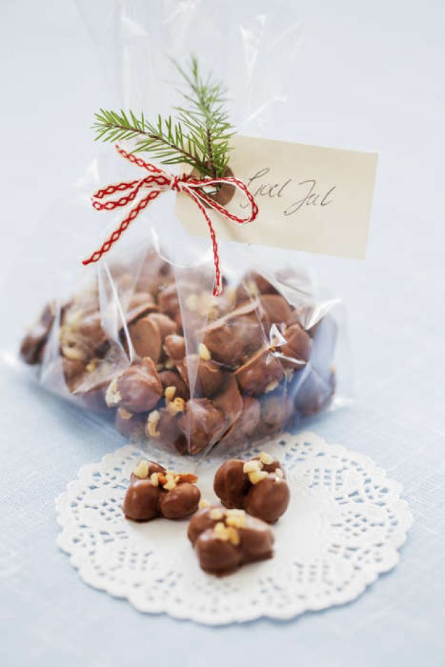 En riktig julklassiker här smaksatt med kanel. Trillingnöt tar lite tid att göra, men är enkelt. Choklad ska helst förvaras i 16-18 grader, det vill säga skafferi om du har ett sådant. Om chokladen...
