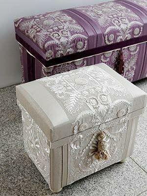 "Interior Chabako 10K, in Pierre Frey ""Taormina"". Embroidery. インテリア茶箱10k。ピエールフレイのタオルミナ使用。#chabako #interior #stool #pierrefrey #interiorchabako #茶箱 #インテリア茶箱 #ピエールフレイ"