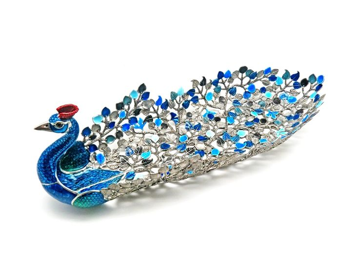 TR069 : 12x33x11 cm. Price : 146.67 $ Peacock tropical leaves tray. Peacock Collection, Handmade Design they are made of Pewter desinged by Loyfar. Handmade. #pewter #enamel #living #object #decoration #homeaccessories #home #peacocktray #decor #animal #colorful #loyfar #gifts #giveaways #homedecor #pewter #tray #keychian #pewterpaint #tray