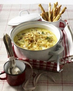 Zwiebel-Rahm-Senf-Suppe Rezept Heerlijke soep die snel op tafel staat. Helemaal volgens recept gekookt behalve de wijn, die heb ik weggelaten. Een aanrader!