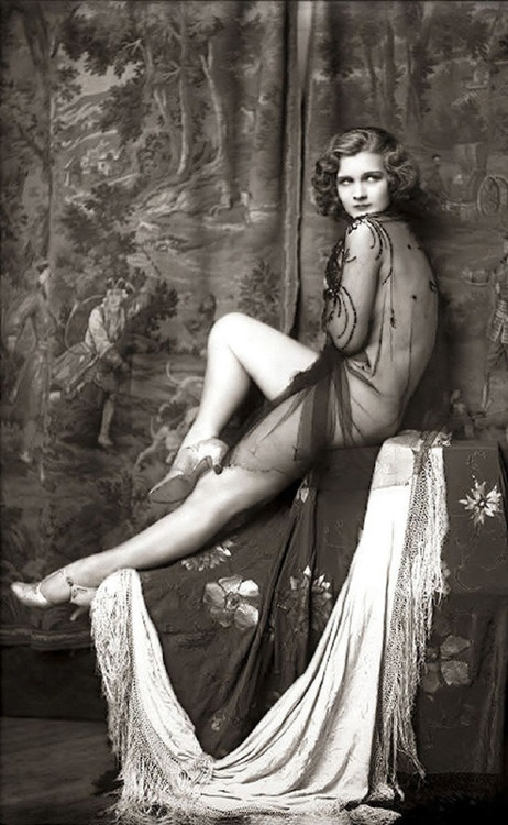 beautiful woman, 1920's mi piace molto il tono del bianco e nero
