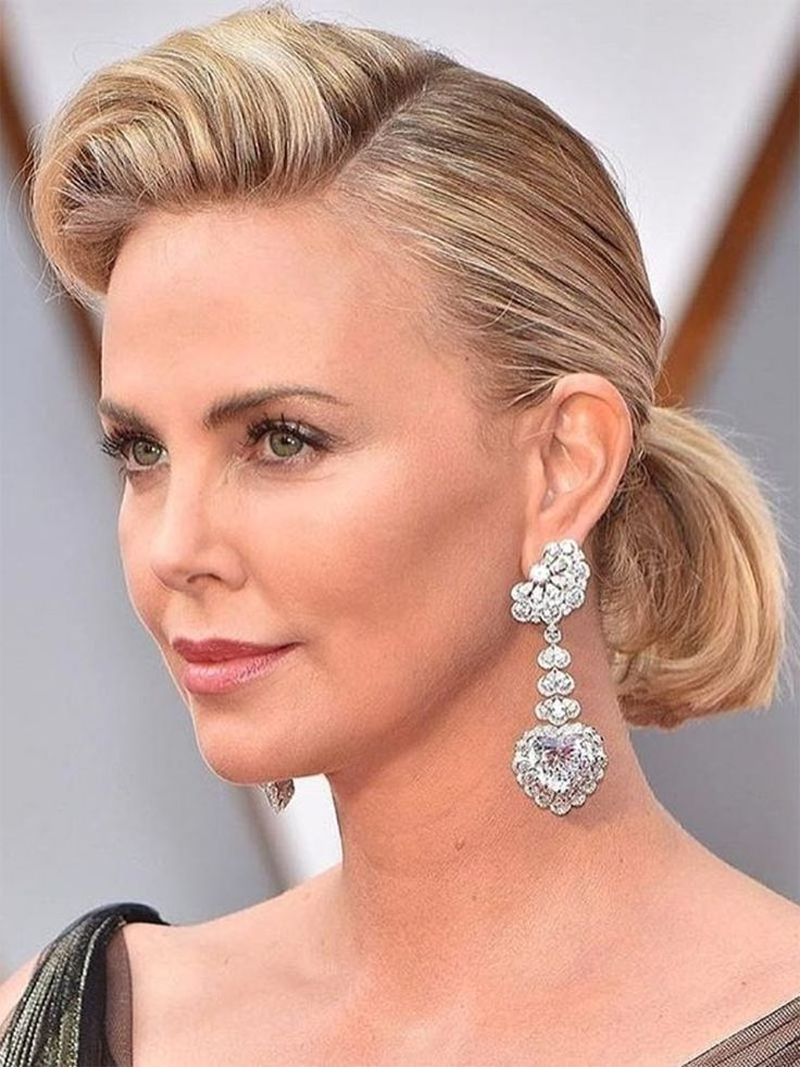 Charlize Theron wears Chopard earrings to the 2017 Oscars