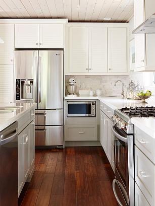 Kitchen sarah richardson design but with smooth cabinet for Sarah richardson kitchen designs