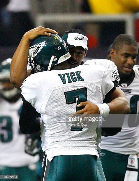 Donovan McNabb of the Philadelphia Eagles congratulates Michael Vick after  Vick passed for his second touchdown 4d20be3f2