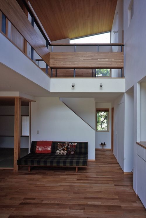 リビング階段(庭に開いた吹き抜けの家)- その他事例