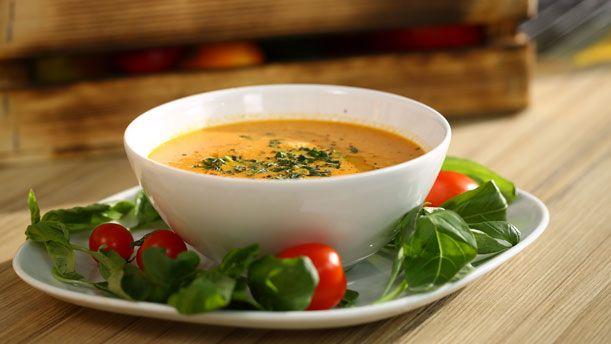 Taze Fesleğenli Domates Çorbası
