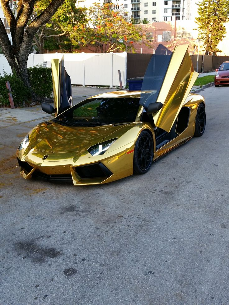 #BlackandGold Lamborghini Aventador Uffff ♡♡♡                                                                                                                                                     More