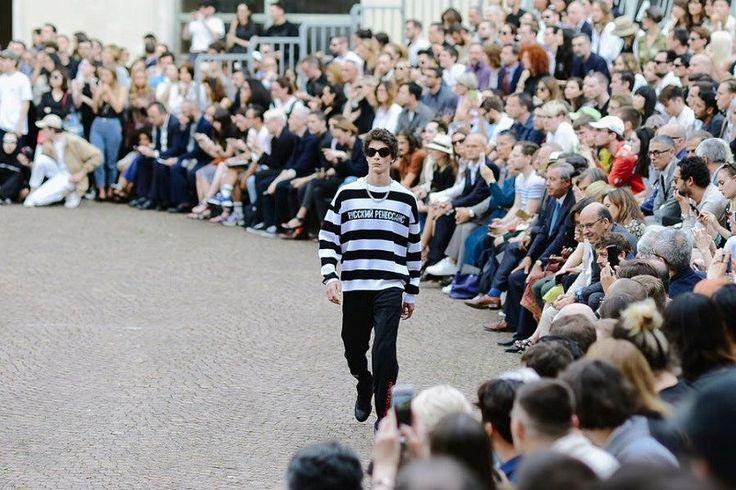Dit was de mannenmodeweek in Firenze - Het Nieuwsblad: http://www.nieuwsblad.be/cnt/dmf20160621_02349513?_section=62420318
