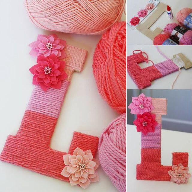Leuk idee: houten letters bekleden met breigaren en bloemetjes!