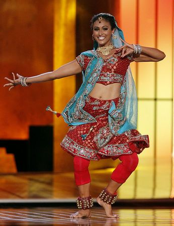 Miss America 2014 Nina Davuluri doing a Bollywood dance