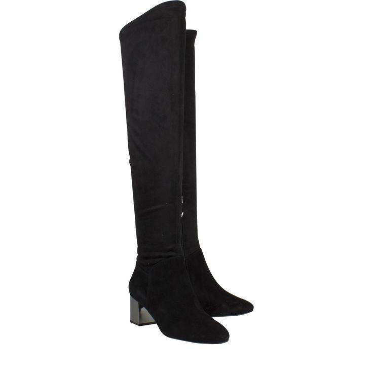 What For WF421 zwart suede lange laars  Lange laarzen van het label What For model What For WF421 zwart suède. Deze What For laars is vervaardigd van suède en is voorzien van stretch wat zorgt voor een perfecte pasvorm. Deze lange laarzen zijn zwart gekleurd. Deze elegante laarzen zijn voorzien van een metallic hak. Dit maakt de What For laarzen een absolute eyecatcher. What For laarzen zijn voorzien van hoogwaardige kwaliteit en zijn zeer fashionable. Deze trendy laarzen zijn gemakkelijk te…