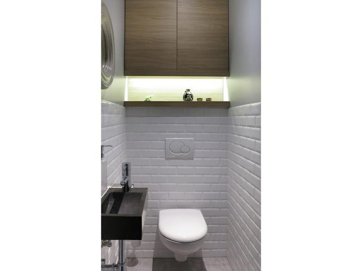 toilette avec lavabo murs aspect briques blanches les. Black Bedroom Furniture Sets. Home Design Ideas