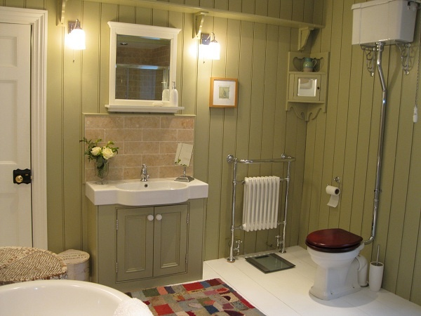 Toilet down pipe, towel rail and all fittings in chrome - apart from the door knob which I just couldn't source!