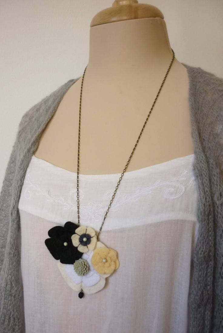 pendentif fleur feutrine