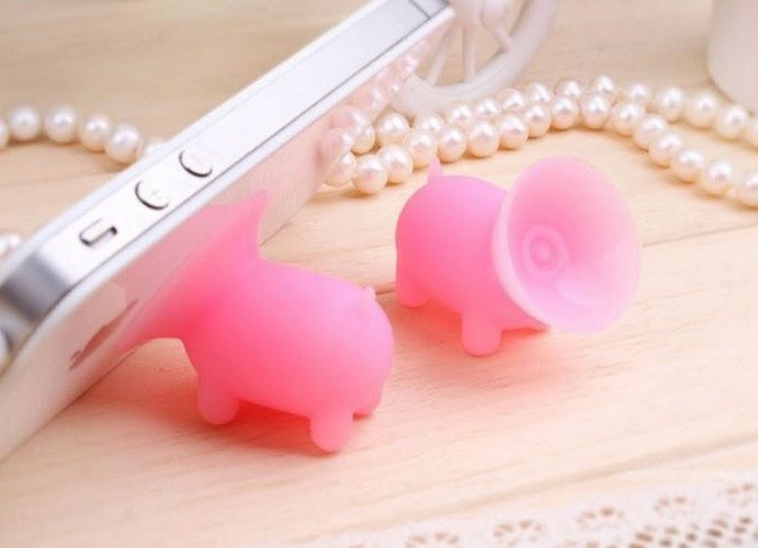 Piglet Mobile Phones Holder fit for any model mobile phone. Strong and reliable, steady and firm, compact and lightweight. Perfect for little present or self use.