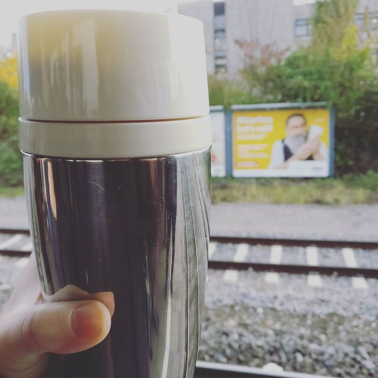 I'm far from being #zerowaste but it's terrifying to read that in Munich only there are approximately 190 000 paper cups used every day... (every day!) . when mornings turn freezing cold I tend to leave my place with thermal mug and a hot drink in it (assuming late wake ups and no time for coffee / tea at home). . the poster in background is a part of social campaign focusing on raising awareness and educating about the waste we create every day. The action is organised by…