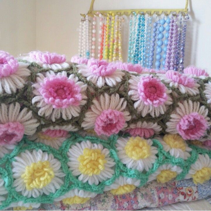 Vintage 70s Yellow Daisy Flower Afghan Throw Blanket Flower: Beautiful Daisy Blanket