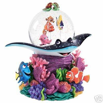 Disney finding nemo marlin dory snowglobe