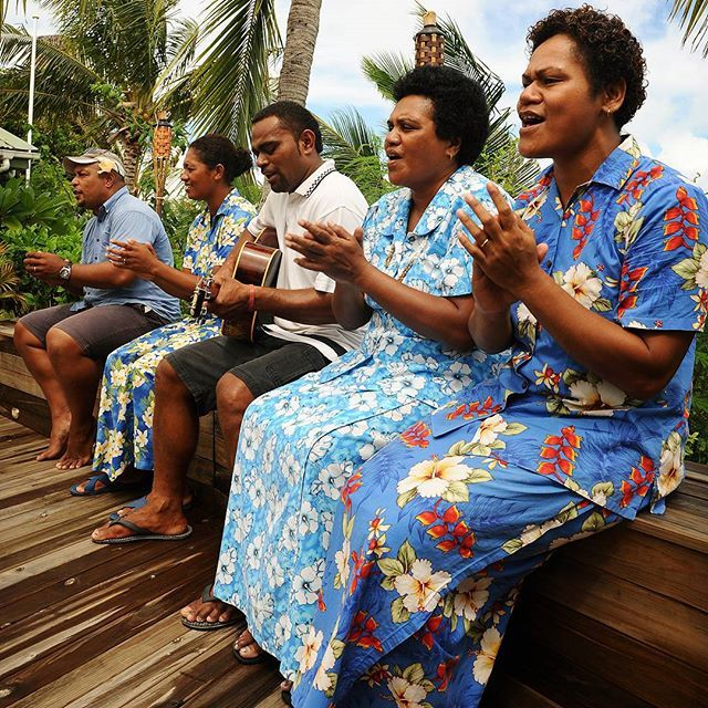 Come back soon - a typical farewell in Fiji is done by singing. Ja laulavat kovaa ja korkealta! ○ ○ ○ #fiji #pacific #song #flowers #goodbye #travel #traveling #vacation #instatravel #instago #photooftheday #sun #island #islandlife #kukka #kukkamekko #mekko #lämmin #lämpö #loma #lomalla #paratiisisaari #kaukana #värikäs #palmu #aurinko #blogi #tb