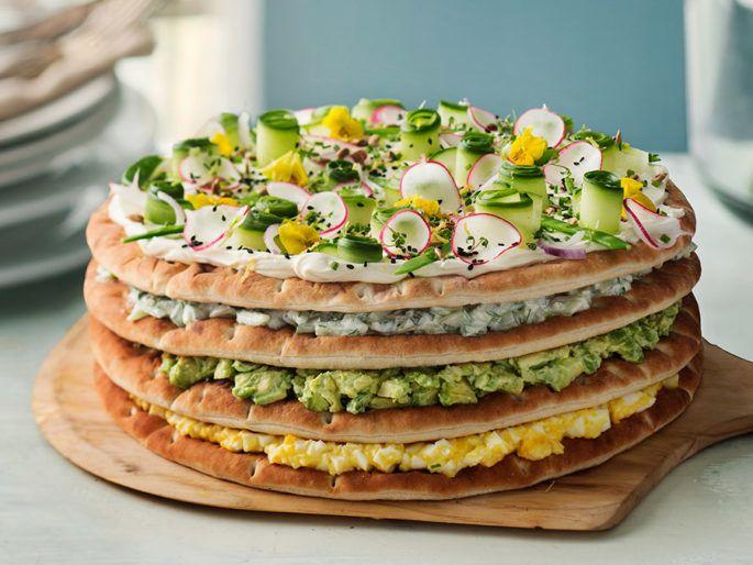 Smörgåstårta med avokado, ägg och pepparrot | Elle mat & vin