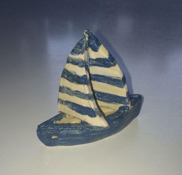 Lille sejlbåd i keramik 2016
