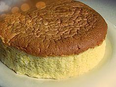 ΓΙΑΠΩΝΕΖΙΚΟ CHEESECAKE  Η διαφορά του Γιαπωνέζικου με το κανονικό cheesecake είναι ότι το Γιαπωνέζικο είναι πιο ελαφρύ, λιγότερο γλυκό, και η υφή του είναι τόσο ανάλαφρη, σχεδόν σαν αφρός.   Υλικά: 225 γραμμάρια τυρί κρεμμώδες (τύπου Φιλαδέλφεια) 1/4 φλιτζάνι του τσαγιού φρέσκο γάλα 1/4 φλιτζάνι του τσαγιού βούτυρο κομμένο σε κυβάκια 1/2 φλιτζάνι του τσαγιού ζάχαρη....