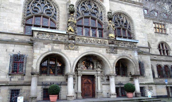 DGB Duisburg: Zum Antikriegstag ins Duisburger Rathaus