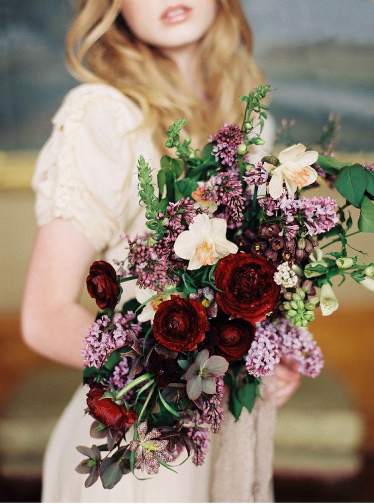 Spring bridal bouquet, lilacs, ranunculus, daffodil. Marsala and lavender bouquet | Orange Photographie