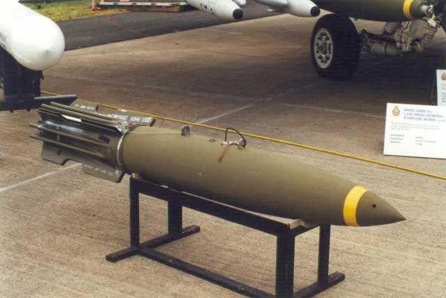http://www.aussiemodeller.com.au/Images/History/F18weapons_Morgan/Hornetwpn_17_V.jpg